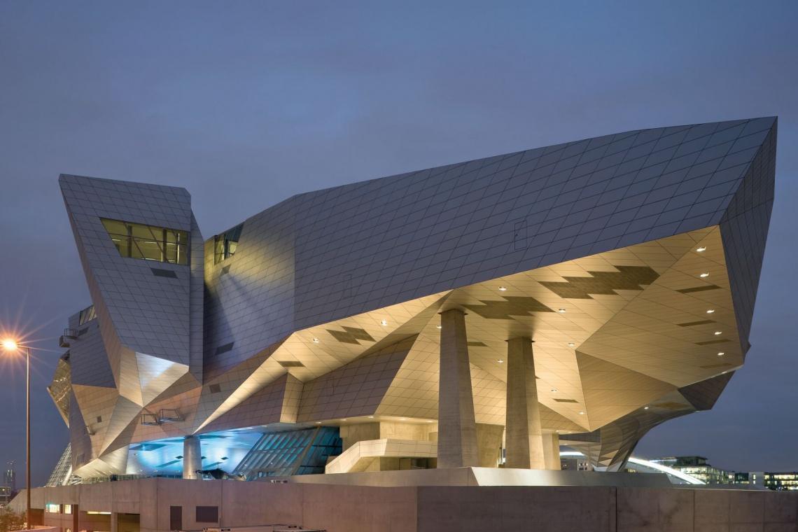 Muzeum we Francji niczym statek kosmiczny spod kreski Coop Himmelblau