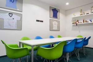 Flexi pleksi, czyli nowoczesne biuro Colliers projektu InDesign