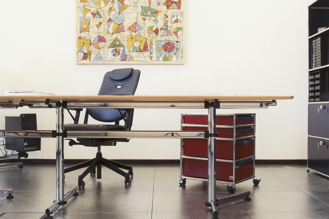 Najważniejszy mebel w biurze? Oczywiście biurko