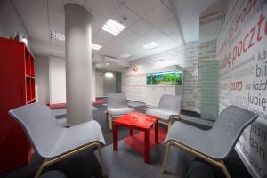 Pomysły architektów na wnętrza komercyjne w stylu domowym