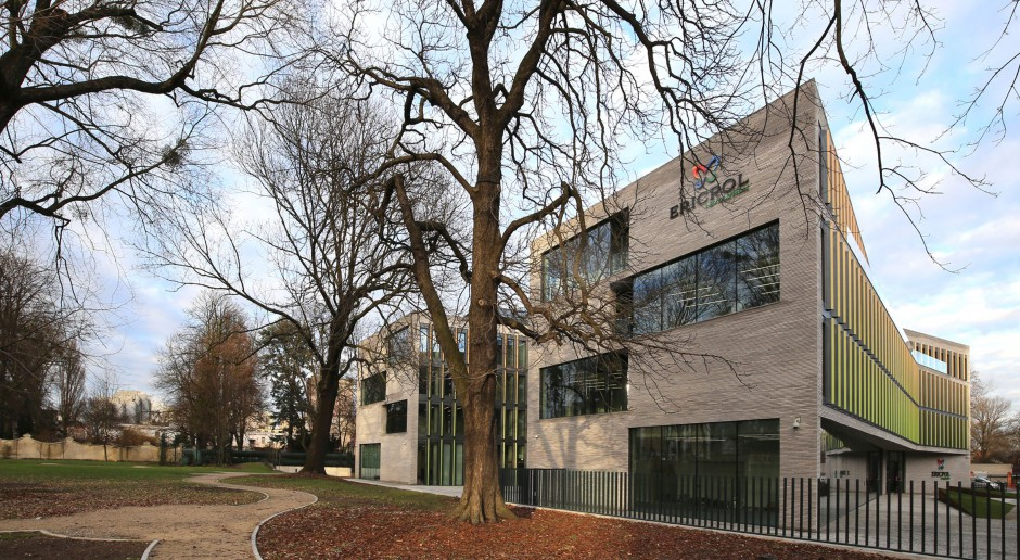 Elewacja z 60 tysięcy ręcznie formowanych cegieł - projekt: Horizon Studio