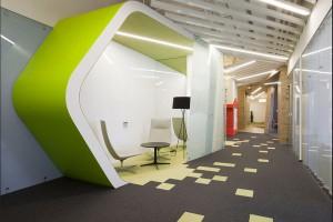 Biuro firmy Yandex w Petersburgu: światło, wzory i formy organiczne