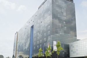 Zobacz niezwykłą fasadę hotelu i piękny widok na panoramę Łodzi