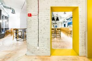 Minimalistyczny styl z żółtym motywem - Cafe Bistro Le Chef od 3XA