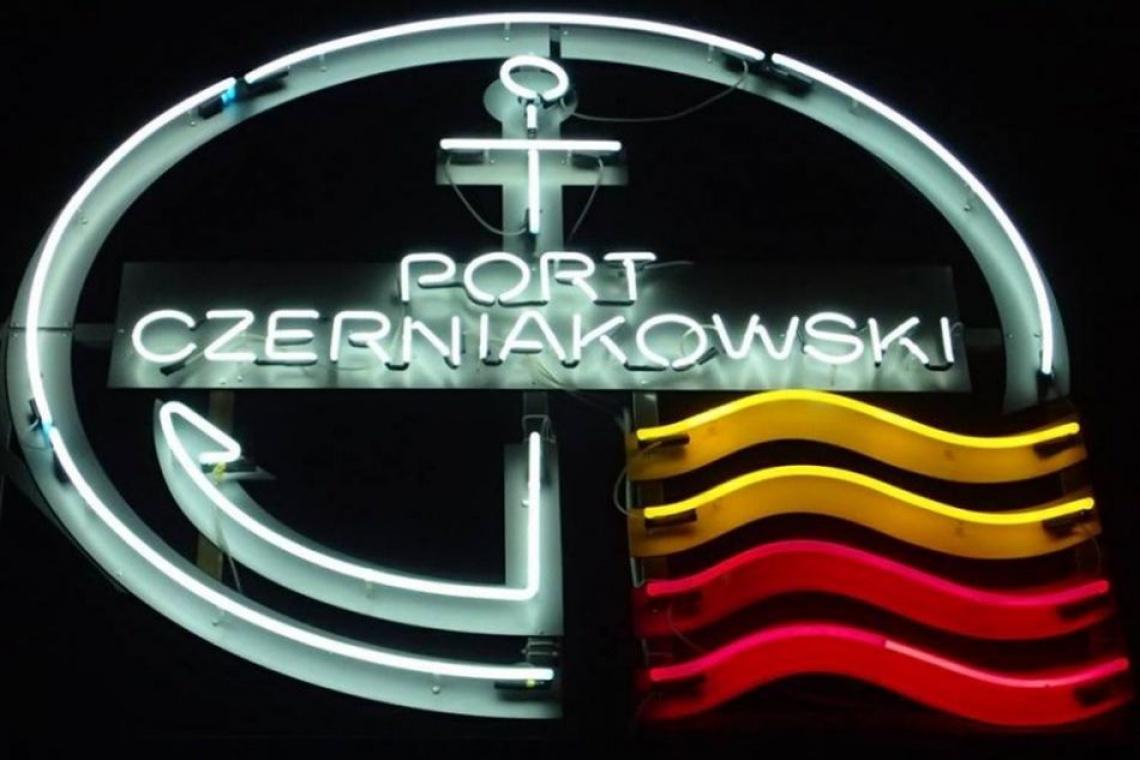 Port Czerniakowski ma swój neon