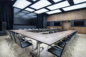 TOP 8: designerskie stoły w sali konferencyjnej