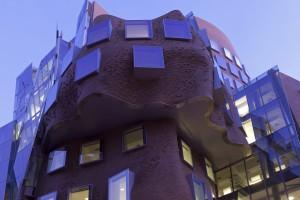 Niezwykły kształt budynku od Franka Gehry'ego - przypomina pogniecioną torbę?