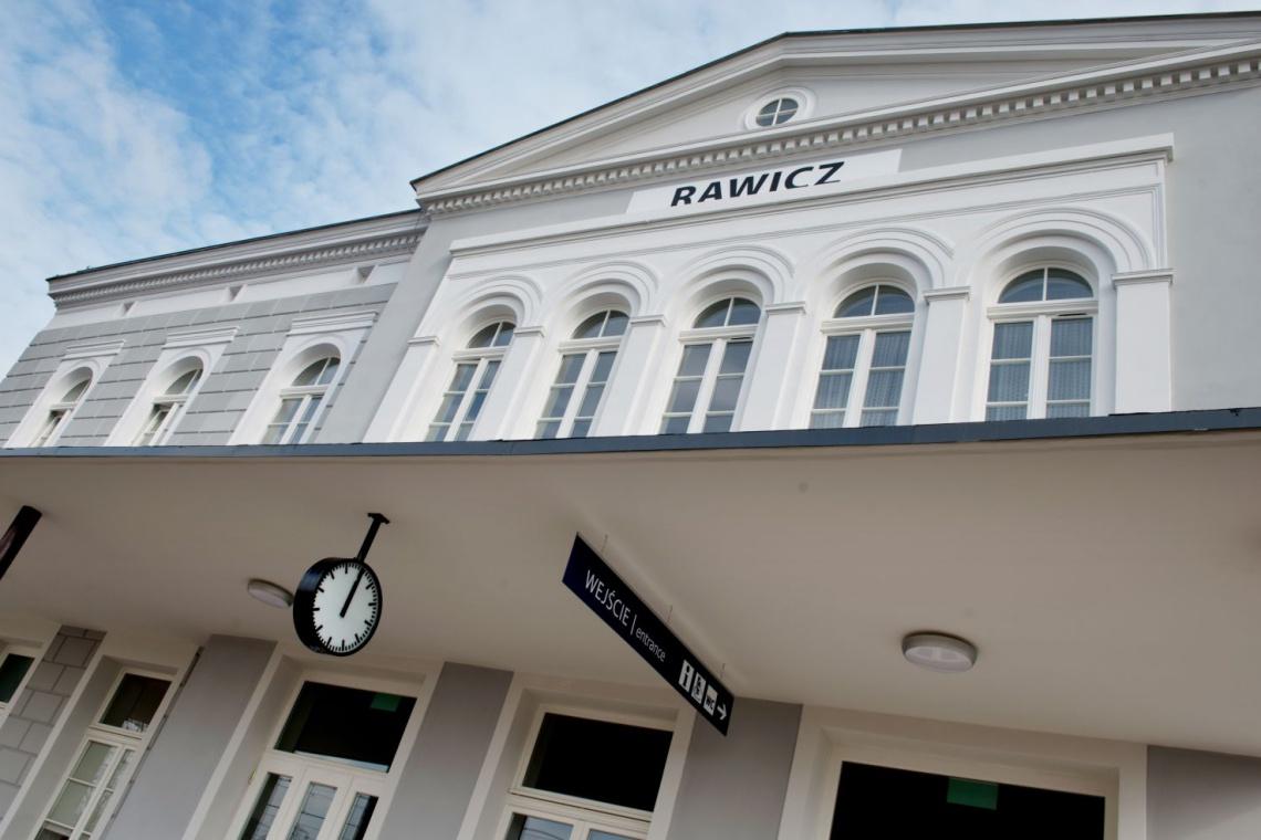 Zobacz dworzec w Rawiczu w nowej odsłonie