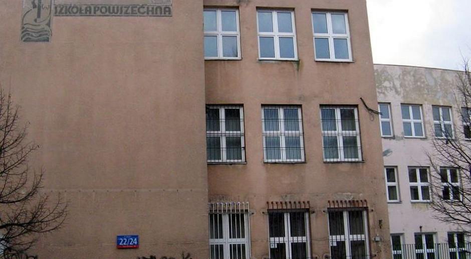W Warszawie przebudują szkołę z przedwojenną syrenką