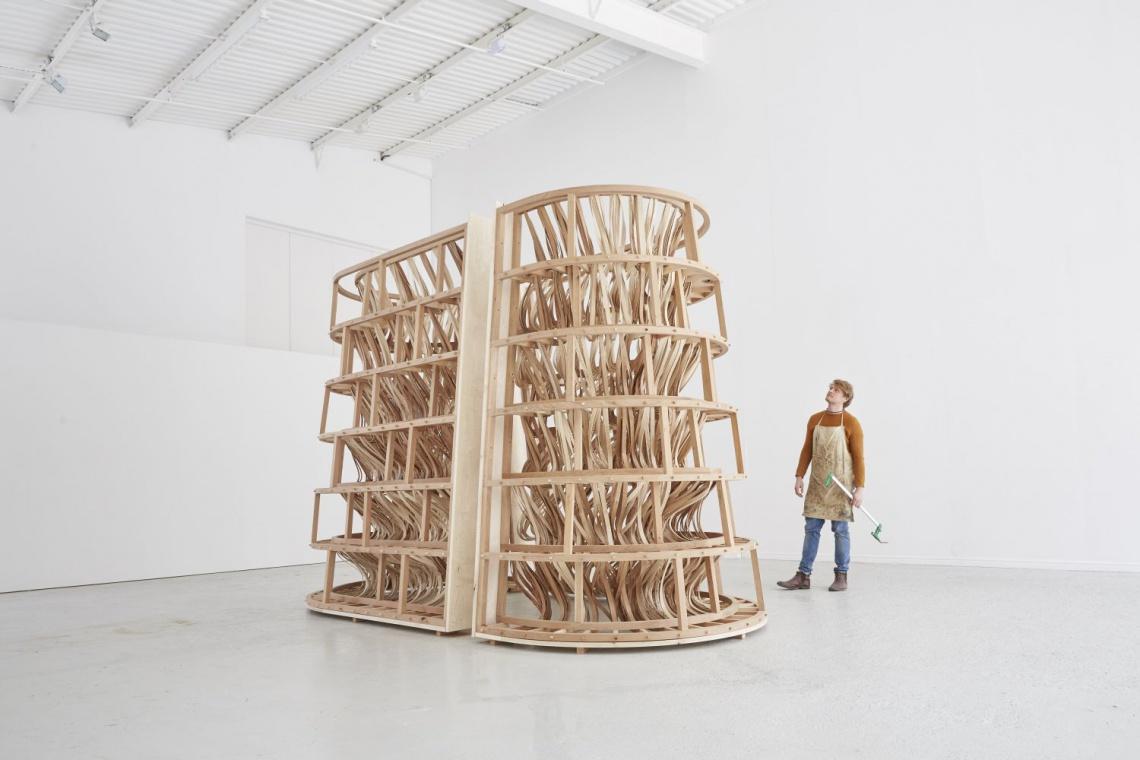 Spektakularna rzeźba z giętego drewna