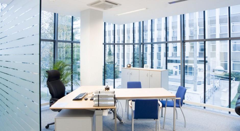 Aranżacja biura z oświetleniem LED - przyjaznym dla pracowników