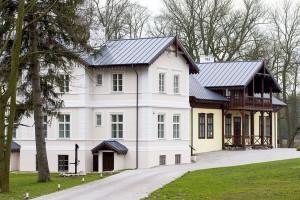 Odbudowano zabytkowy Dwór w Kłóbce k. Włocławka
