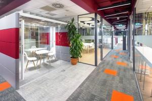 Warszawska siedziba PwC Polska pełna koloru od Massive Design