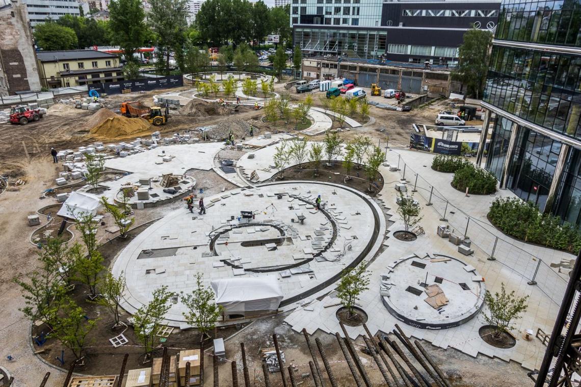 Plac Europejski przy Warsaw Spire - nowatorska wizja przestrzeni miejskiej