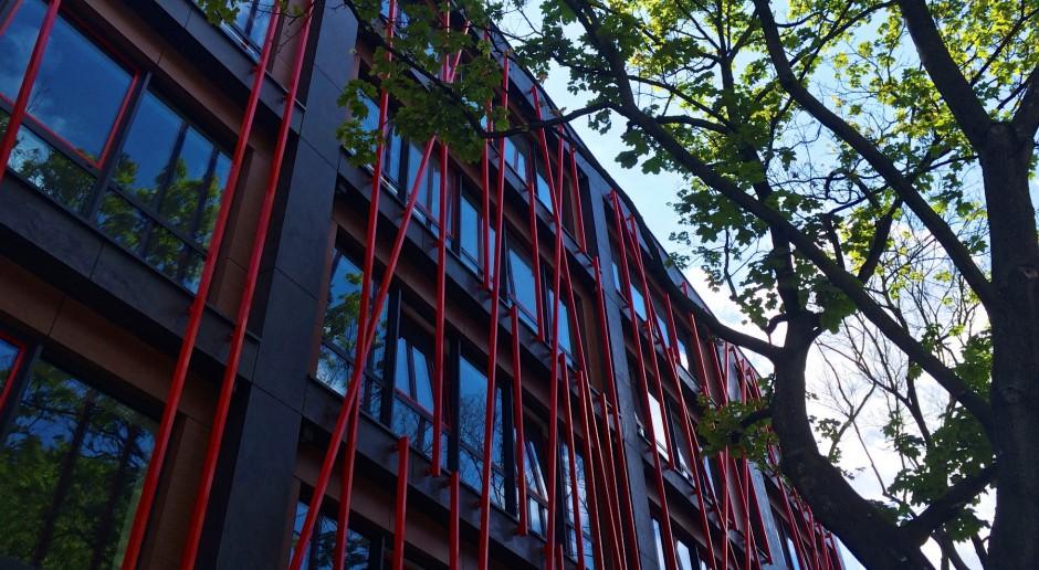 Ciekawa fasada Portico Office projektu Kazimierski i Ryba