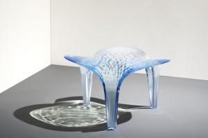 Lodowy stół i krzesło projektu Zahy Hadid