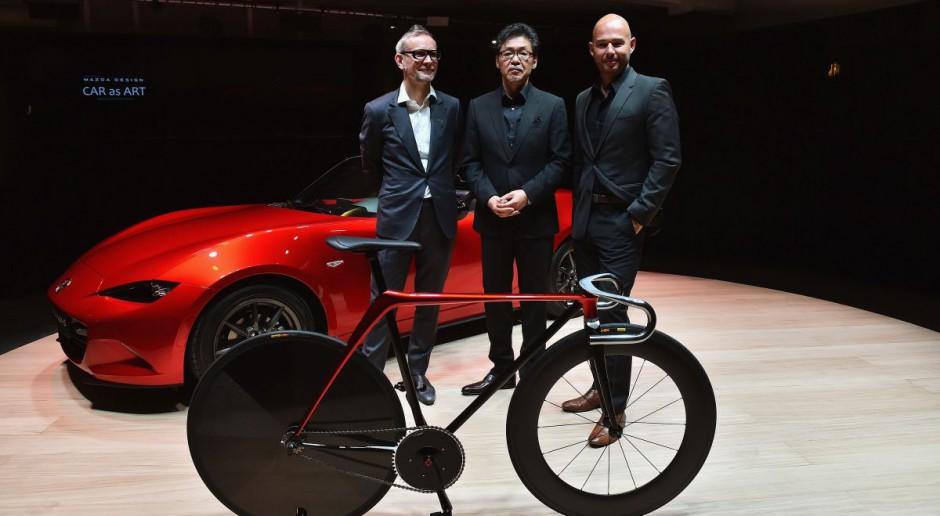 Nowoczesny design od Mazdy - minimalistyczny, sportowy rower i sofa
