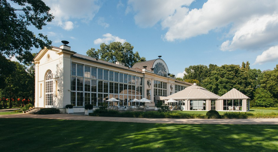 Zaczarowany ogród z egzotycznymi roślinami - to restauracja Belvedere od WWAA