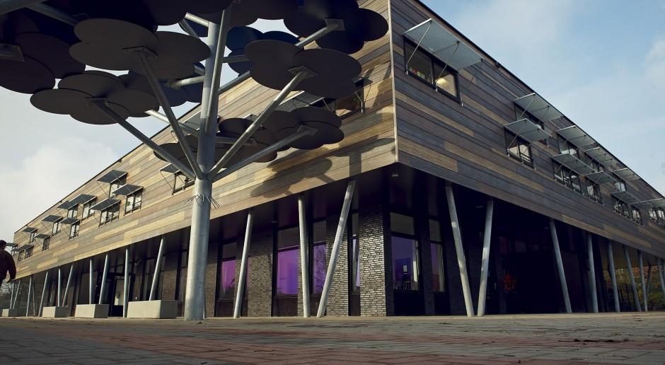 Szkoła niczym domek na drzewie - oryginalny projekt architekta Sebastiana Robbena