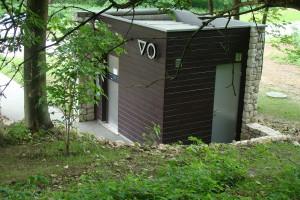 Nowoczesna i estetycznie zaprojektowana toaleta publiczna