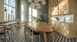 Bistro di café deli - przyjazna przestrzeń ze swobodną atmosferą
