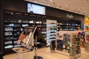 Nowoczesny i multimedialny salon perfumerii Douglas