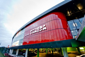 Neonowe barwy Galerii Veneda projektu Mąka Sojka Architekci