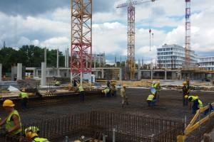 Zdjęcia z budowy Business Garden Warszawa. To projekt JSK Architekci