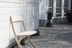 Oryginalna, wyważona ławka zaprojektowana przez Izabelę Bołoz
