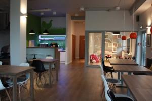 Klubokawiarnia Kura Domowa to projekt architektów z Atoato