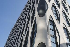 Nobel Tower z oryginalną fasadą projektu Piotra Barełkowskiego