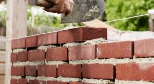 Prawie 600 firm chce budować mur... Trumpa