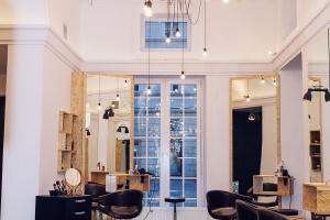 Hipsterski salon w industrialnym wydaniu - U fryzjerów
