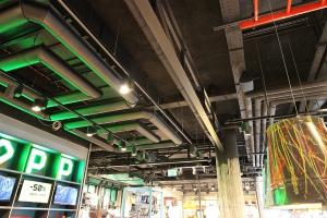 Cropp - klimat starego garażu dla Generacji Z, według projektu Studio 1:1