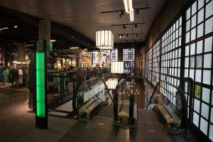 Pomysły architektów na wnętrza komercyjne w stylu industrialnym