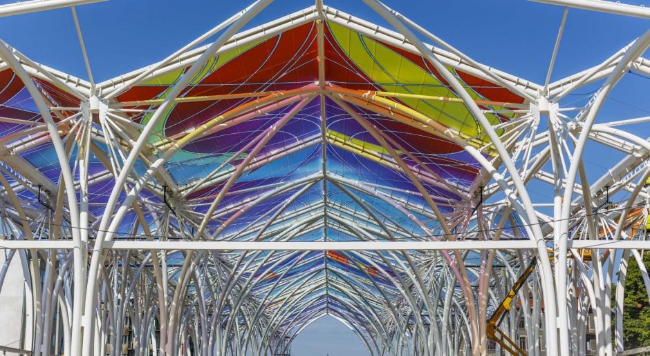 Kolorowa, artystyczna wiata nad Piotrkowska Centrum