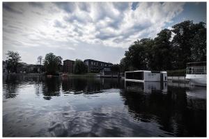 Ekskluzywny dom na wodzie zacumował w Bydgoszczy