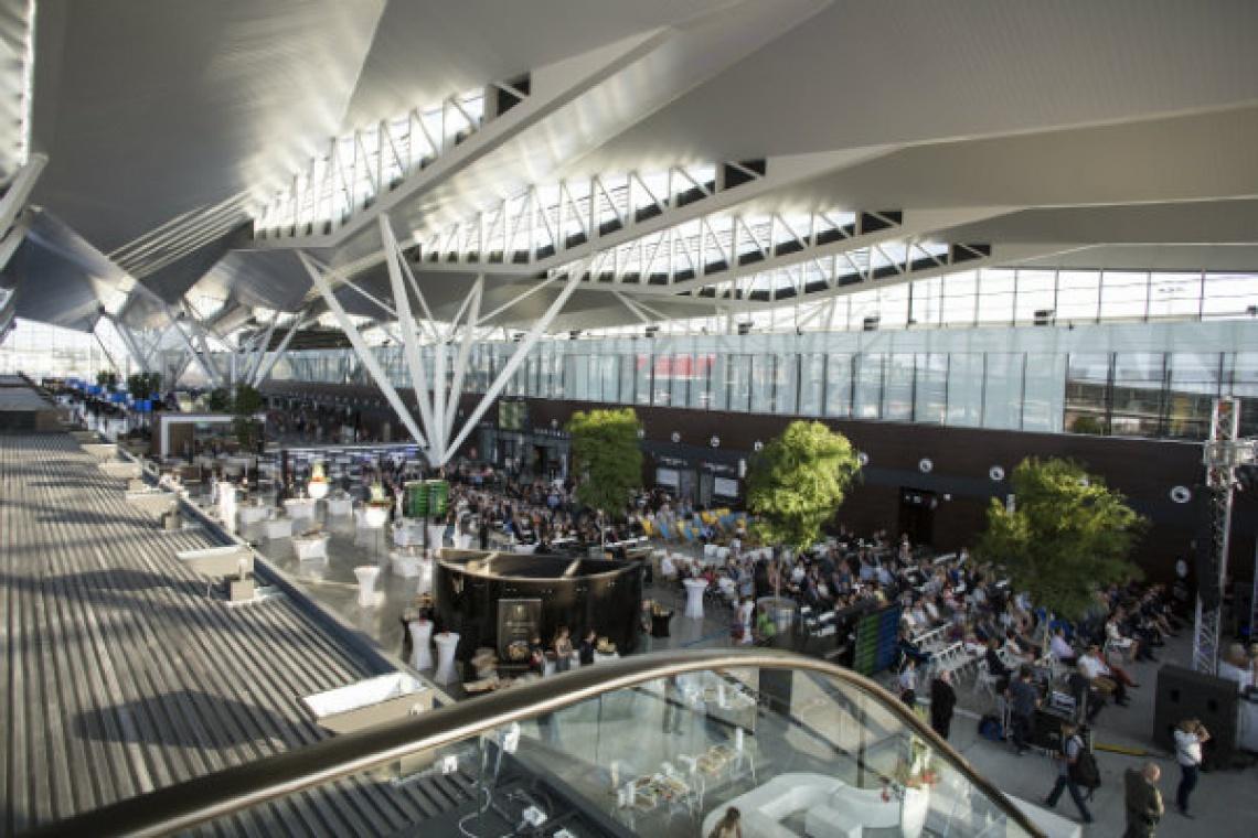 Terminal T2 w Gdańsku już działa. Zaprojektowali go JSK Architekci