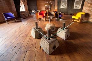 Beton, szkło i stal - architektoniczne materiały w nowych meblach Nizio Interior