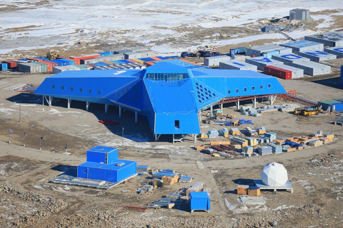 Ekstremalne projekty wśród lodów Antarktydy i na gorącej pustyni