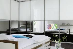 Wielkoformatowe i nietypowe lustra w aranżacji wnętrza