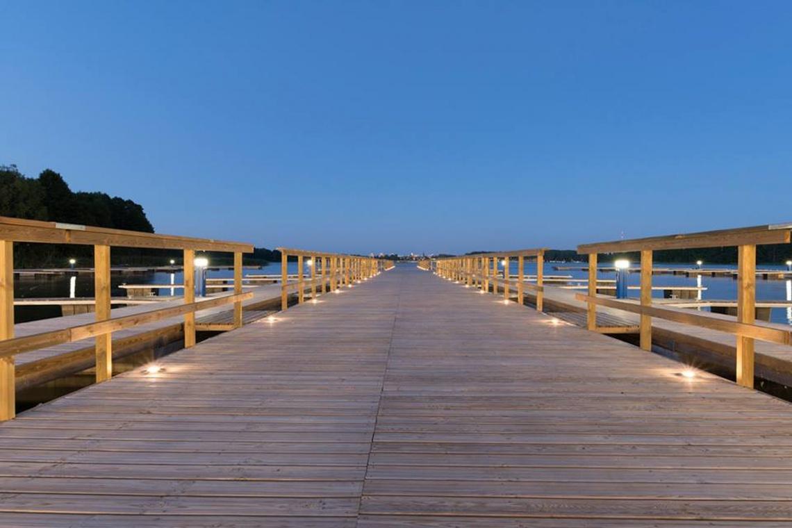 Nad Jeziorem Krzywym nowe pomosty, ścieżki i amfiteatr