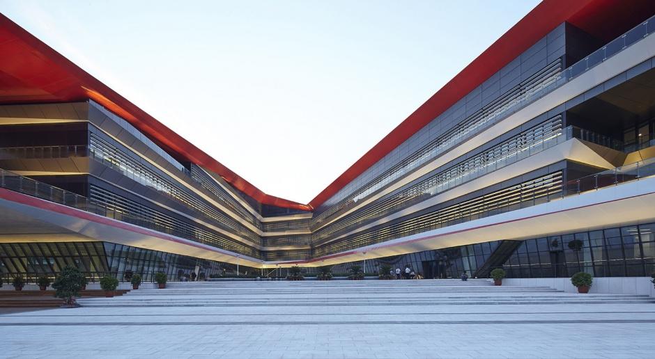 Ekologia i geometryczna bryła - to cechy szkoły zaprojektowanej przez HHD FUN