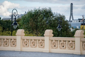 Warszawa: Nowe oświetlenie w stylu zabytkowych pastorałów
