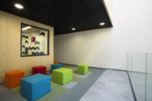 Atrakcyjne wnętrza biurowca YouNick zaprojektowali Ultra Architects