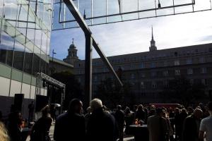 Patio budynku Cosmoplitan otwarte - dużo zdjęć