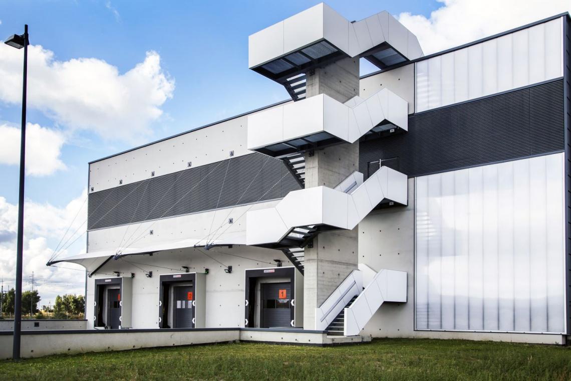 Pracownia Tekktura zaprojektowała nową halę dla Blum Polska