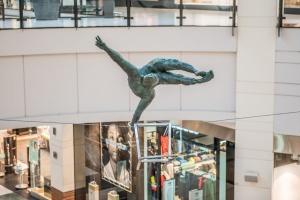 Oryginalna rzeźba w warszawskim centrum handlowym Arkadia