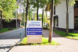 Oznakowanie Domu Opieki Józefina dopasowane do potrzeb seniorów