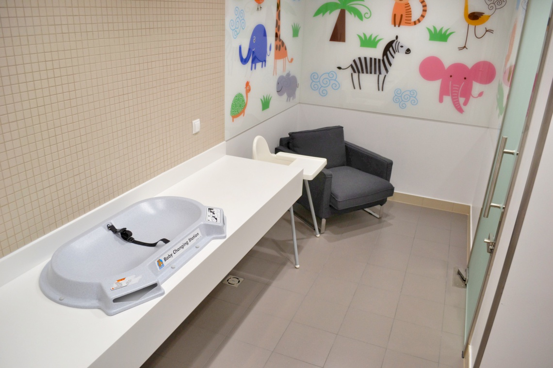 Zobacz pokój dla rodzica w Factory Ursus. To projekt Archmo